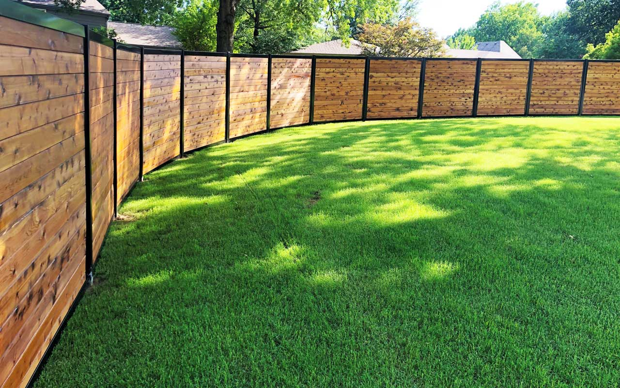 Curved FenceTrac Privacy Fence