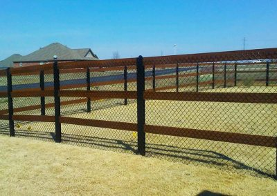 Ranch Rail Fence Rough Cedar & Black Chain Link